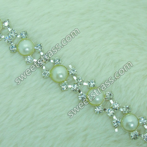 <b>Wholesale Pearl And Rhinestone Chain Trim Jewelry</b>